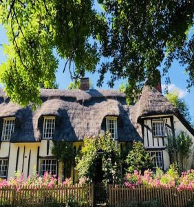 Picturesque Grade 2 listed thatched house in Suffolk