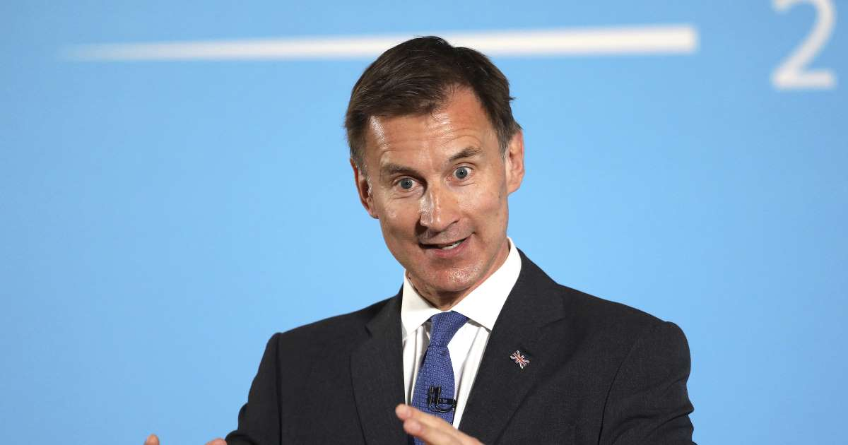 Jeremy Hunt pledges bring back fox hunting, claiming illegal practice is 'part of our heritage'